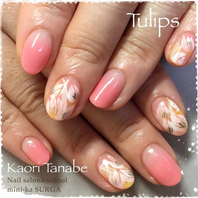春といったらチューリップ!カルジェルベースで、流行色のイエロー、ピンクを使って。 #ショート #イエロー #パステル #ピンク #グラデーション #フラワー #ボタニカル #ハンド #オフィス #オールシーズン #春 #ジェルネイル #お客様 #kaori_tanabe #ネイルブック