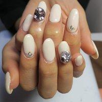 ivory×3D!! #オールシーズン #オフィス #ブライダル #女子会 #ハンド #ワンカラー #ミディアム #ホワイト #ベージュ #ジェル #lovejewelry nail #ネイルブック