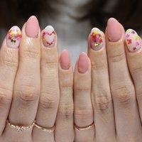 ピンク×押し花でモテ可愛♡春ネイル #春 #デート #女子会 #ハンド #シンプル #ワンカラー #フラワー #ミディアム #ホワイト #ピンク #ジェル #お客様 #nail_kyoko #ネイルブック
