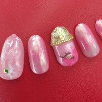 ピンクとホワイトの大理石/薔薇/キラキラ/ミラーネイル #ハンド #フラワー #ミディアム #ピンク #ジェル #ネイルチップ #ai⍤⃝♡ #ネイルブック