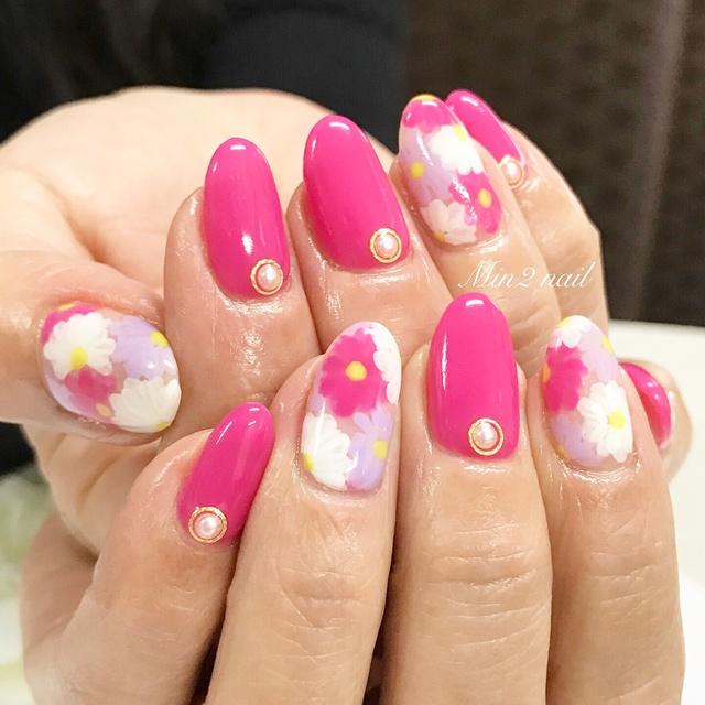 フラワーネイル #ロング #カラフル #ピンク #ホワイト #フラワー #ワンカラー #ハンド #パーティー #春 #夏 #リゾート #ジェルネイル #お客様 #Min2nail プライベートサロン&ネイルスクール #ネイルブック