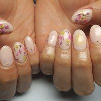 まだまだ人気!!押し花ネイル!! #春 #オフィス #パーティー #女子会 #ショート #ホワイト #ベージュ #ジェル #lovejewelry nail #ネイルブック