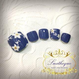 シーズンキャンペーンデザインフットB #春 #秋 #オールシーズン #オフィス #フット #シンプル #フラワー #ショート #水色 #ブルー #ジェル #ネイルチップ #nails and beauty lustheque #ネイルブック