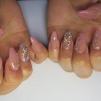 埋めつくしも乗せ放題です♬ #春 #オフィス #デート #女子会 #ハンド #グラデーション #ミディアム #ピンク #ジェル #lovejewelry nail #ネイルブック