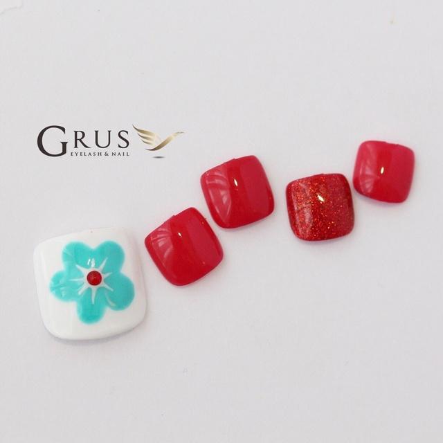 ピンクよりの赤が可愛い(о´∀`о)お花アート♪ #ブルー #レッド #フラワー #フット #デート #夏 #ジェルネイル #ネイルチップ #グルス #ネイルブック