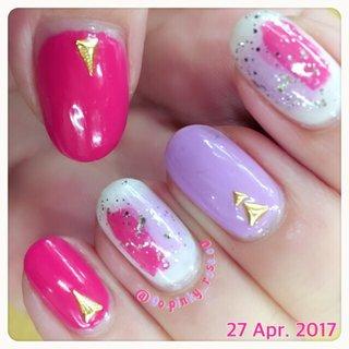 塗りかけネイル! 久々にド派手なピンクを使ったけどやっぱり好き😍 #春 #夏 #女子会 #ハンド #ラメ #ワンカラー #チーク #ショート #ホワイト #ピンク #パープル #マニキュア #セルフネイル #𝔸𝕐𝔸._.𝕟𝕒𝕚𝕝𝕤 #ネイルブック