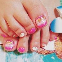 ピンクネイル夏💕 #フットネイル #スターフィッシュ #ヒトデ #シェル #夏 #海 #リゾート #浴衣 #フット #ラメ #シェル #パール #スターフィッシュ #ショート #ホワイト #ピンク #ゴールド #ジェル #お客様 #rahasia #ネイルブック