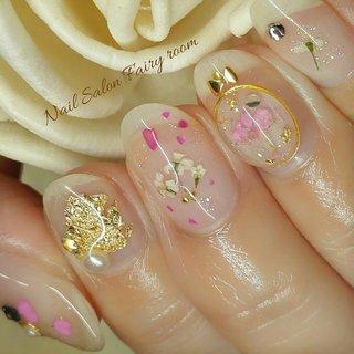 クリアベースに押し花ネイル♡ ゴールドとピンクで♪ #春 #夏 #デート #女子会 #ハンド #シンプル #シェル #シースルー #ブローチ #押し花 #ショート #クリア #ピンク #ゴールド #ジェル #お客様 #♡たいじゅんこ♡ #ネイルブック