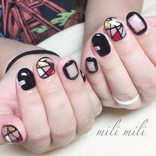 . お爪が伸びる前に、ショートネイルだからこその ブラックで個性派デザイン♡ #nail#nails#nailart#instanails#instanail#nailstagram#blacknails#cutenails#shortnails#ネイル#ブラックネイル#個性派デザイン#個性派ネイル#ショートネイル#ブロッキングネイル#くりぬきネイル#派手ネイル#おしゃれネイル#おしゃれ可愛い#ママネイル#鹿児島#鹿屋#都城#志布志#志布志ネイル#爪屋milimili #オールシーズン #海 #ライブ #パーティー #ハンド #くりぬき #シースルー #ステンドグラス #ブロック #ショート #レッド #ブラック #ゴールド #ジェル #お客様 #milimili #ネイルブック