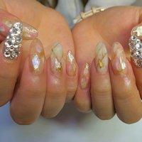 シェル×大理石×スワロ埋め尽くし!! #夏 #オールシーズン #ブライダル #女子会 #ハンド #シェル #シースルー #べっ甲 #ロング #ホワイト #ベージュ #ピンク #ジェル #lovejewelry nail #ネイルブック