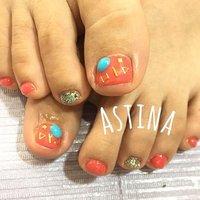 ◡̈⃝⋆* 親指のストーンが可愛いです💕  #フット #ワンカラー #ショート #レッド #オレンジ #ゴールド #ジェル #お客様 #Astina #ネイルブック