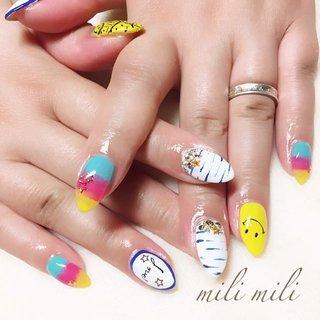 . 激かわ♥ポップな夏ネイル スマイリーがポイントです☺︎☺︎☺︎☺︎☺︎ #nail#nails#nailart#instanails#instanail#nailstagram#summernails#cutenails#gradationnails#colorfulnails#smiley#ネイル#夏ネイル#カラフルネイル#ポップネイル#派手ネイル#スマイリー#スマイリーネイル#グラデーションネイル#可愛いネイル#手書きネイル#個性派ネイル#おしゃれ#鹿児島#鹿屋#都城#志布志#志布志ネイル#爪屋milimili #夏 #旅行 #海 #パーティー #ハンド #グラデーション #イニシャル #キャラクター #ボーダー #ミディアム #イエロー #水色 #カラフル #ジェル #お客様 #milimili #ネイルブック