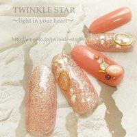 太陽の下で輝くプリズムネイル #オールシーズン #パーティー #デート #女子会 #ハンド #シンプル #ラメ #ワンカラー #シェル #ミディアム #ホワイト #ピンク #ゴールド #ジェル #ネイルチップ #Twinkle Star Akiko #ネイルブック