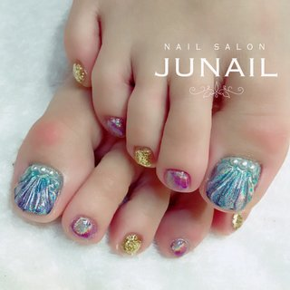 ユニコーン🦄×人魚の鱗ネイル💅 いろんな色を合わせてカラフルに…♪  instagram→jun.ashida ホットペッパービューティー掲載中☆ #夏 #海 #リゾート #女子会 #フット #グラデーション #人魚の鱗 #ピンク #ブルー #ゴールド #ジェル #お客様 #june #ネイルブック