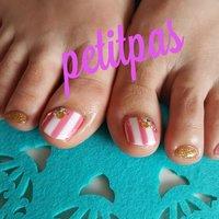 夏に可愛いピンク✕ホワイトストライプ。 #フット #ホワイト #ピンク #お客様 #petitpas #ネイルブック
