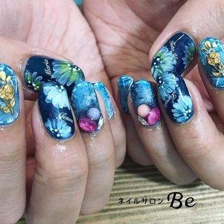 デニム×お花アート💅 かーわかーわかーわかーわ❤️❤️❤️ ヴィンテージ感がすごいかっこいい❤️ @tati_nail 先生の筆🖌本当に使いやすくて 愛用してますっっ🎵 #nail#nails #nailart #ネイル好きな人と繋がりたい#nailswag #naildesign #fashion #naildesigns #gelnail #nailstagram #デニムネイル#お花ネイル#フラワーネイル#お花アート#デニムアート #flowernails #flower#ヴィンテージネイル #かっこいいネイル#ネイルデザイン#夏ネイル#富山市ネイルサロン#富山ネイル #富山ネイルサロン #ネイルサロンBe#네일#네일샵#ネイルデザイン#手描きネイル#instagood #instadaily #オールシーズン #リゾート #デート #女子会 #ハンド #ビジュー #フラワー #アンティーク #デニム #レトロ #ミディアム #ブルー #ネイビー #グレージュ #ジェル #ネイルサロンBe #ネイルブック