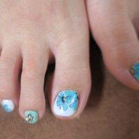 #手書きアート #夏 #海 #浴衣 #フット #フラワー #ショート #ホワイト #グリーン #ブルー #ペディキュア #lovejewelry nail #ネイルブック