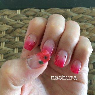 暑い夏に赤いネイルで元気を!グラデーションだと赤でもそれほど派手にならず、スイカのようなイメージになります🍉 #夏 #旅行 #浴衣 #ハンド #ミディアム #レッド #ジェル #セルフネイル #nachurasakiko #ネイルブック
