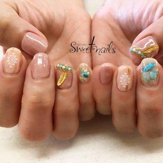 フェザー&ターコイズ♡ #春 #夏 #ハンド #フェザー #エスニック #大理石 #木目調 #ミディアム #ピンク #スモーキー #ジェル #お客様 #sweet nails #ネイルブック