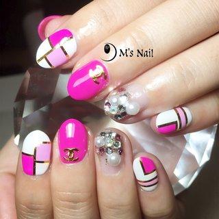 #ピンク#ピンクネイル#ブロック#ブロックネイル#派手ネイル#ジェルネイル シャネル#シャネルネイル #ハンド #ワンカラー #バイカラー #ブロック #ホワイト #ピンク #ゴールド #ジェル #お客様 #M_sNail #ネイルブック