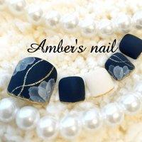 #秋 #冬 #オールシーズン #フット #フラワー #マット #ホワイト #ネイビー #ジェル #ネイルチップ #Amber's nail アンバーズネイル #ネイルブック