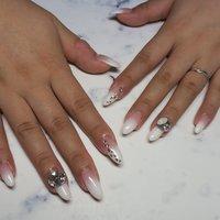 #ウェディングネイル #ブライダル #パーティー #ハンド #グラデーション #ホログラム #ラメ #ロング #ホワイト #ピンク #ジェル #lovejewelry nail #ネイルブック