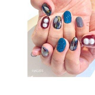 #ネイル #ジェルネイル #手描きアート #手描き#美甲#nail#nails#nailart#japanesenail#naildesigns#pearlnails#colorfulnails#winternails#nailstagram#gelnail#nail #nailart #gelnail #funcode #ショートネイル#派手ネイル#カラフルネイル#パールネイル#冬ネイル わかりにくいけど小指のグレーの下部分だけマット💅 #冬 #お正月 #クリスマス #女子会 #ハンド #パール #マット #ボルドー #グレー #カラフル #ジェル #お客様 #𝚗𝚊𝚒𝚕 𝚋𝚊𝚜𝚎 𝙵𝚄𝙽𝙲𝙾𝙳𝙴 #ネイルブック