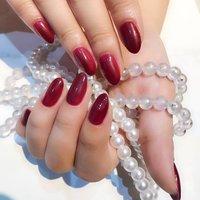 紫と赤と白を混ぜ合わせたカラーが可愛い♥ #冬 #成人式 #クリスマス #デート #ハンド #シンプル #ワンカラー #レッド #パープル #ボルドー #ジェル #Mi_NAIL #ネイルブック