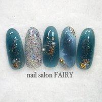 Winter nail ♡𖢔꙳⌂𖥧𖥧𖢔꙳𐂂𖥧𖥧 シアー系カラーにゴールドのパーツで可愛く  #冬 #デート #女子会 #ハンド #パール #シースルー #チーク #ノルディック #ミディアム #ホワイト #グリーン #ネイビー #ジェル #ネイルチップ #メンズネイリストTERU #ネイルブック