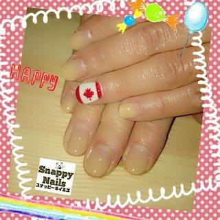 カナダネイル😆 娘さんがカナダ在住とのこと💕 お孫ちゃんが生まれたとのことで テンション上げてカナダの国旗ーー😁  #カナダ #国旗 #オールシーズン #旅行 #ハンド #グラデーション #痛ネイル #ノルディック #国旗 #ショート #ホワイト #ベージュ #レッド #ジェル #お客様 #Snappy Nails スナッピーネイルズ #ネイルブック