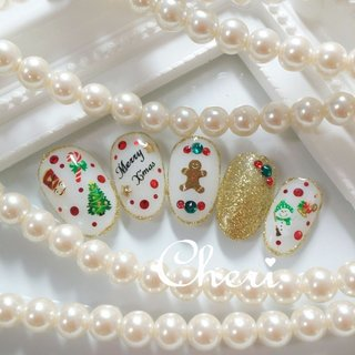 クリスマスネイルです♥ #冬 #クリスマス #ハンド #ホログラム #ラメ #ワンカラー #ビジュー #ホワイト #レッド #ゴールド #ジェル #ネイルチップ #cheri_1014 #ネイルブック