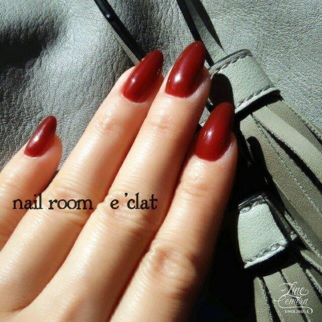 深みの赤ワンカラーネイル バレンタイン ハンドクリームで艶が分かりにくいですね😅 #冬 #バレンタイン #ハンド #シンプル #ワンカラー #ミディアム #レッド #ジェル #セルフネイル #nail room eclat #ネイルブック