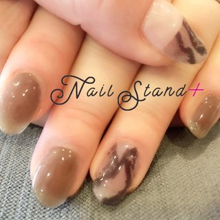 ちょっとモードな気分のパイソン柄♡アニマル柄でも、派手過ぎず、上品シックな印象です。深めのグレージュが指と爪をキレイに魅せてくれます。  #パイソン柄 #グレージュ #上品シック #大人ネイル #美肌 効果 #美爪 #アニマル柄 #ネイルスタンドプラス #オールシーズン #オフィス #パーティー #ハンド #アニマル柄 #シースルー #ミディアム #クリア #グレージュ #スモーキー #ジェル #お客様 #nailstandplus♡彦根 #ネイルブック