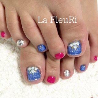 デニム×フット♡ #夏 #オールシーズン #海 #パーティー #フット #ラメ #ビジュー #デニム #ショート #ホワイト #ピンク #ブルー #ジェル #お客様 #La FleuRi ラフルリ #ネイルブック