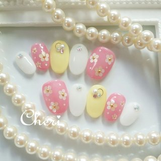 春のブライダル用オーダーチップです❤ ピンクのカラードレスに合わせました❤ #春 #ブライダル #デート #女子会 #ハンド #ホログラム #ビジュー #フラワー #ホワイト #ピンク #イエロー #ジェル #ネイルチップ #cheri_1014 #ネイルブック