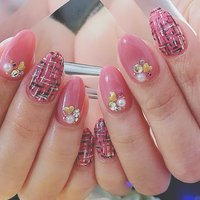 ウルウルのピンクに 甘めなツイードがとても可愛い女子力高めのネイルです💅 #春 #オールシーズン #デート #女子会 #ハンド #ワンカラー #ビジュー #ツイード #ミディアム #ジェル #お客様 #福屋。 #ネイルブック