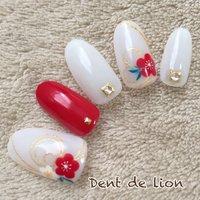 水引き×梅 和装ブライダルにも♪  Instagram dent_de_lion.izumo #お正月 #成人式 #ブライダル #ハンド #和 #ミディアム #ホワイト #レッド #ジェル #ネイルチップ #dentdelion #ネイルブック