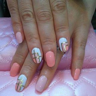 春らしいシンプルデザインです。 #春 #ハンド #ミディアム #ホワイト #オレンジ #ジェル #karin1128 #ネイルブック