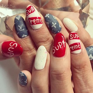 #Supreme#nail#VUITTON#かわいい#ネイル#ryu-ru#マツエク #オールシーズン #旅行 #梅雨 #スポーツ #ハンド #アンティーク #キャラクター #デニム #ブランド柄 #ミディアム #ホワイト #レッド #アースカラー #ジェル #お客様 #ryu-ru #ネイルブック