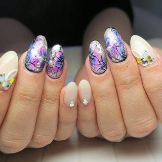 #春 #入学式 #リゾート #デート #ハンド #ワンカラー #フラワー #たらしこみ #ミディアム #ホワイト #パープル #ジェル #lovejewelry nail #ネイルブック
