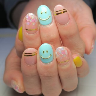 #ニコちゃんネイル #春 #夏 #入学式 #旅行 #ホログラム #ワンカラー #ショート #ピンク #イエロー #ブルー #ジェル #lovejewelry nail #ネイルブック