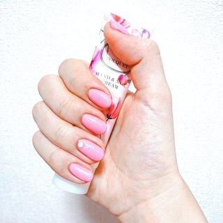 春ネイル🌸💓 ピンクラメ ワンカラーで! 明日仕事が休みなので、ネイル満喫しました💅💞 親指以外は切らずに少し長めです…😳  ザ!ピンク!って感じで結構派手に見えるけど…職場で大丈夫かな…😣注意されませんように…!🙏  毎度汚い手を晒してしまって申し訳ないです…なんで指真っ直ぐじゃないんだろ、、、 #春 #夏 #オフィス #パーティー #ハンド #シンプル #ラメ #ワンカラー #ショート #ピンク #ジェル #セルフネイル #ろな #ネイルブック