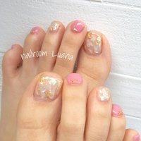 シェルで足元にも透明感を…♥ 足が綺麗にみえますよ(*´ω`*)  フットアートコース¥7480 #春 #夏 #パーティー #デート #フット #ラメ #ワンカラー #シェル #ホワイト #クリア #ピンク #ジェル #お客様 #Yuka #ネイルブック