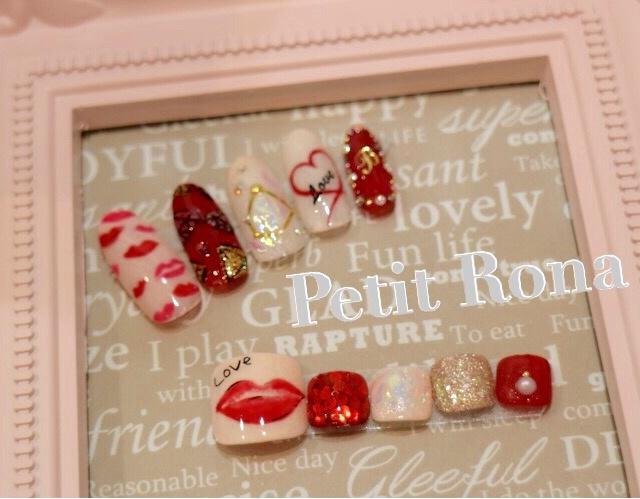 ハンドフットセットネイルデザイン💓✨ 唇ネイルで女子力UP🌻 #イニシャル #シースルー #デコ #デート #パーティー #ピンク #ラメ #ジェルネイル #ボルドー #ロング #モノトーン #ハンド #チップ #Petit Rona #ネイルブック