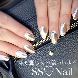 流行ミラーネイル💅 新年にふさわしい派手ネイルにしました❤︎  SS♡Nail instagram→ss.nail_acc  #kagoshima#nail#プライベートサロン  #バレンタイン #ブライダル #パーティー #ハンド #ロック #ロング #ゴールド #メタリック #ジェル #セルフネイル #nail atelier Ritidian #ネイルブック