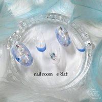 暖かくなりましたね♪ 涼しげな初夏のイメージでデザインしてみました❤  #夏 #海 #浴衣 #ハンド #フレンチ #ホログラム #シェル #ミディアム #クリア #水色 #ブルー #ジェル #ネイルチップ #nail room eclat #ネイルブック
