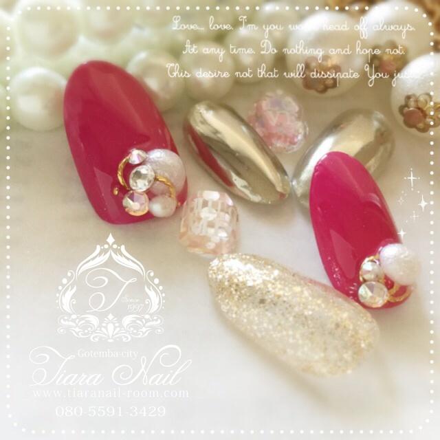 人気のミラー×ビビットピンクnail♡ インスタもよろしくお願いします→gotemba_tiaranail #シンプル #パール #オフィス #デート #オールシーズン #ゴールド #ビビット #ピンク #バレンタイン #ラメ #ミディアム #ワンカラー #ハンド #tiara_nail #ネイルブック