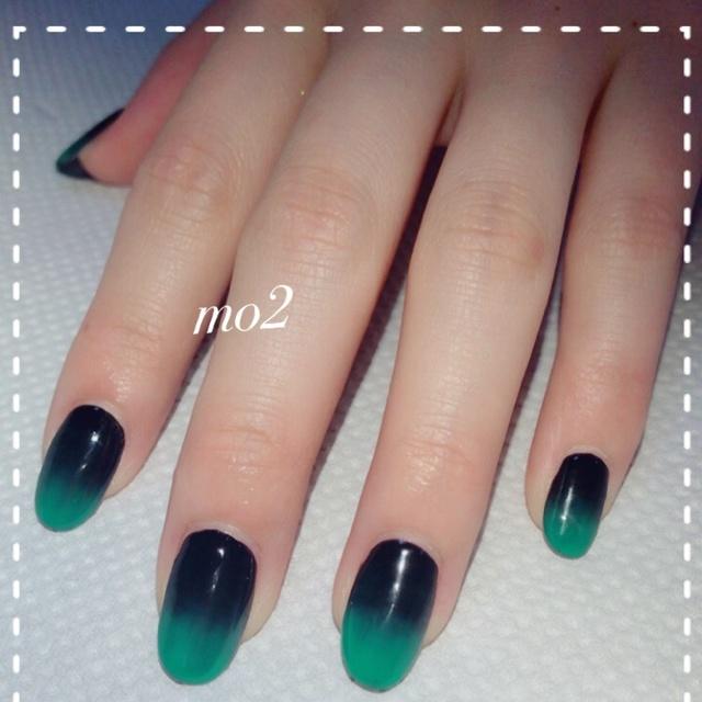 黒から緑へ…♡ #グラデーション #シンプル #カラフル #オールシーズン #グリーン #ブラック #ハロウィン #成人式 #ジェルネイル #お客様 #卒業式 #ロック #和 #ワンカラー #ハンド #ミディアム #mo2 #ネイルブック