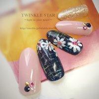 #春 #リゾート #パーティー #デート #ハンド #ワンカラー #フラワー #ミディアム #ピンク #ネイビー #ゴールド #ジェル #ネイルチップ #Twinkle Star Akiko #ネイルブック