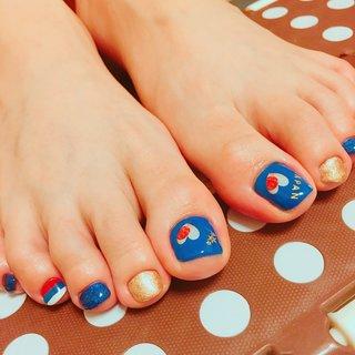 姉にフットしましたっ❤️もうW杯⚽️も近くなってきたのでそれを意識したネイルに(o^^o)今回はロシア大会なのでロシアの国旗も描きつつ…♡型にくり抜かれた国旗のシールを使いましたが、ラブリーすぎない程度に笑 きっとわかる人には伝わるネイル…(o^^o)笑 姉の周りで気付いてくれる人がいる事を願います笑 #夏 #スポーツ #フット #ラメ #ハート #国旗 #ショート #ブルー #ゴールド #ジェル #セルフネイル #zuzuzu4_4 #ネイルブック
